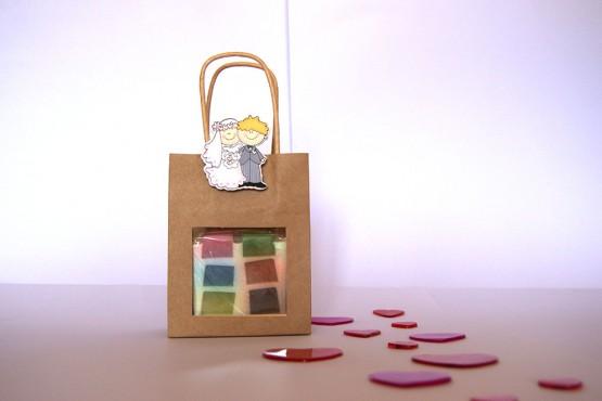 Bolsa marrón con jabón y pareja
